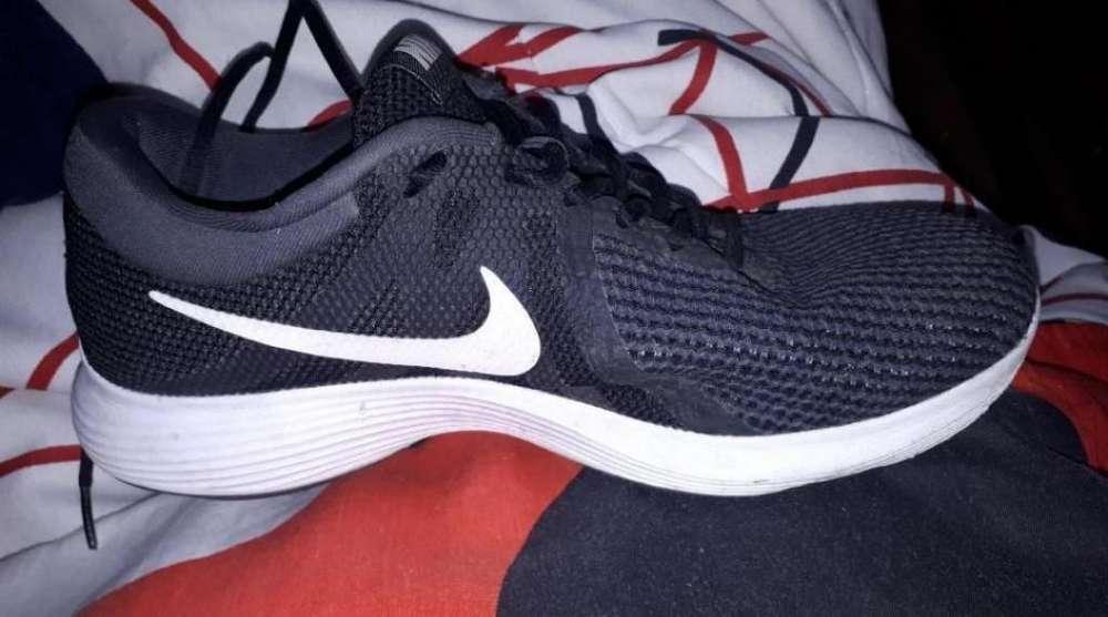 Zapato Nike Revolution 4