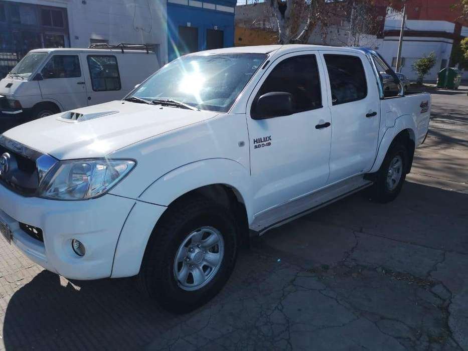 <strong>toyota</strong> Hilux 2011 - 100 km