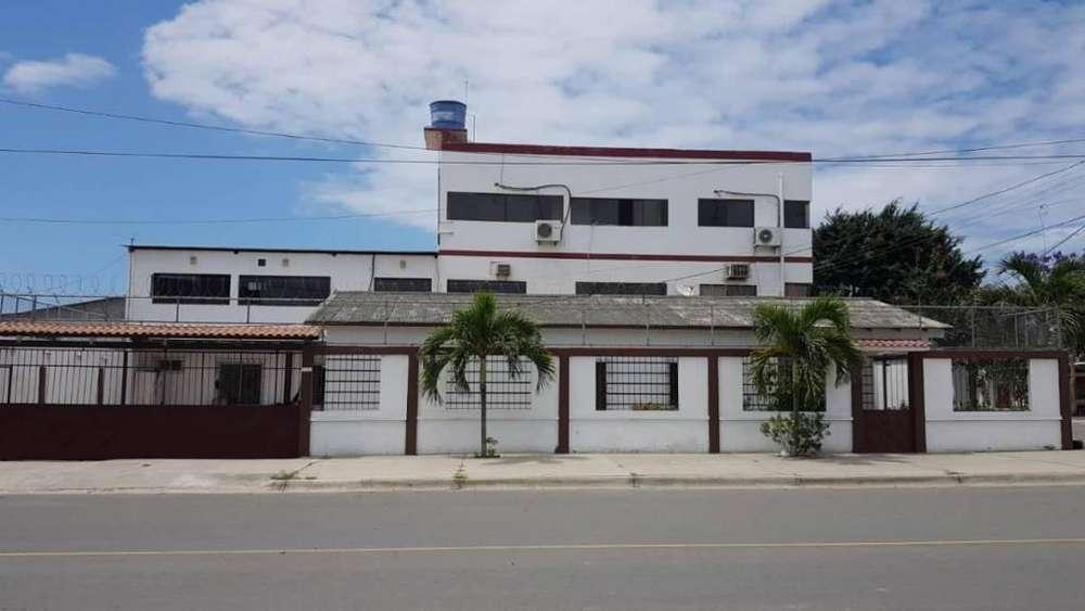 Venta de Casa en La Libertad, a una cuadra del C.C Paseo Shopping, Santa Elena