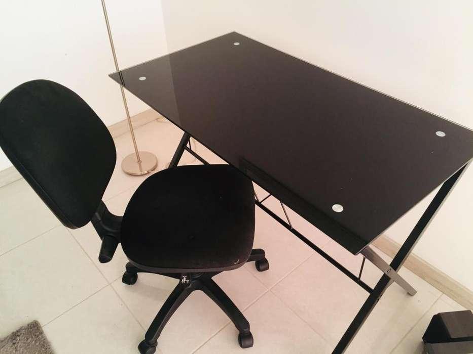 <strong>escritorio</strong> / mesa de 120 x 60 tapa vidrio templada negra base metal negra