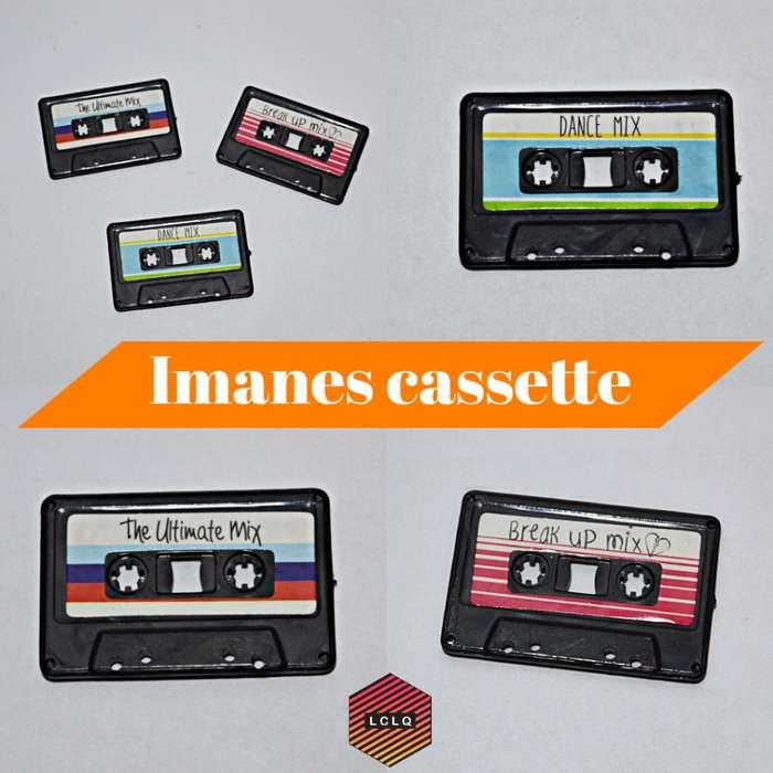 Imanes pequeños con forma de cassette