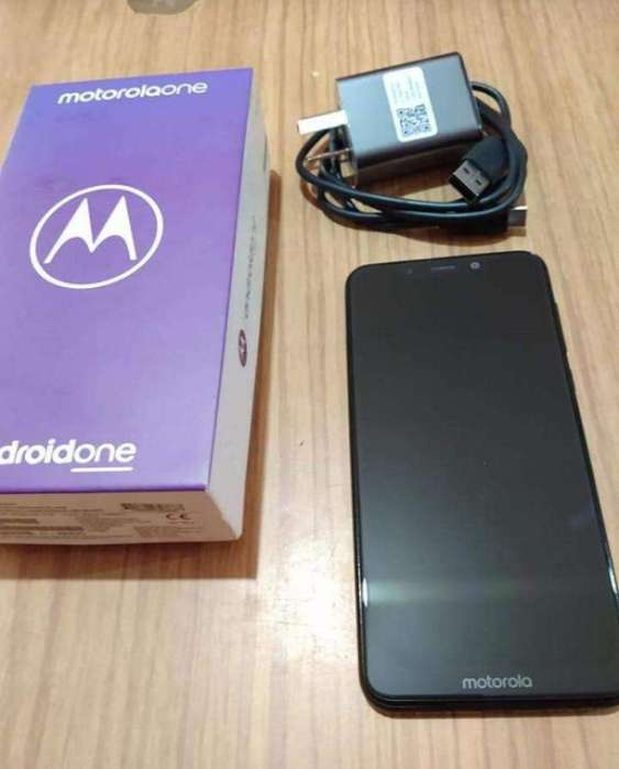 Vendo-permuto Moto One 4/64gb