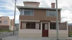 Casa Esquinera en Venta en Los Nevados Al Norte de Riobamba /abitare