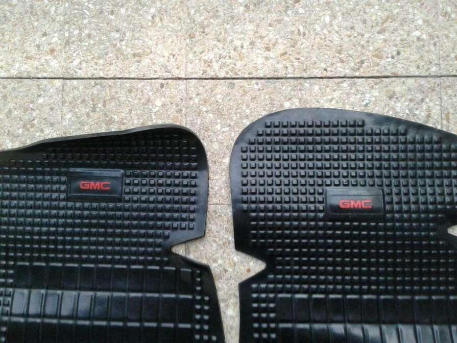 CUBRE ALFOMBRA PICK UP GMC 500 VAPREN C/ LEYENDA GMC EN ROJO