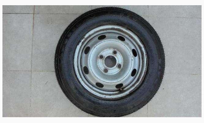 rueda cubierta y llanta firestone f570 165/60 R13 Hurlingham