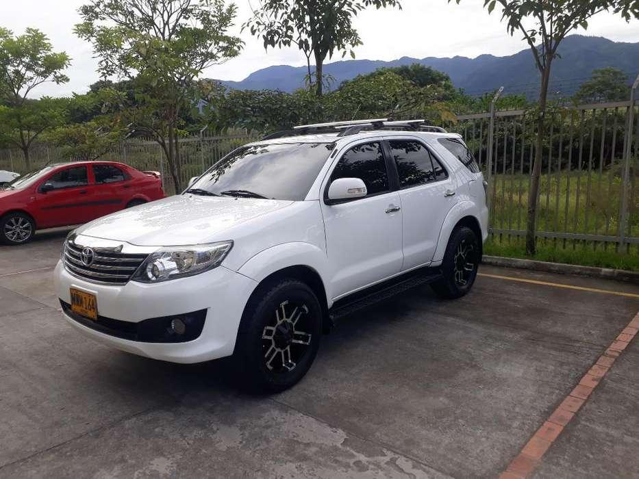 Toyota Fortuner 2013 - 98000 km