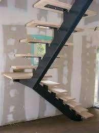 escaleras de metal y madera