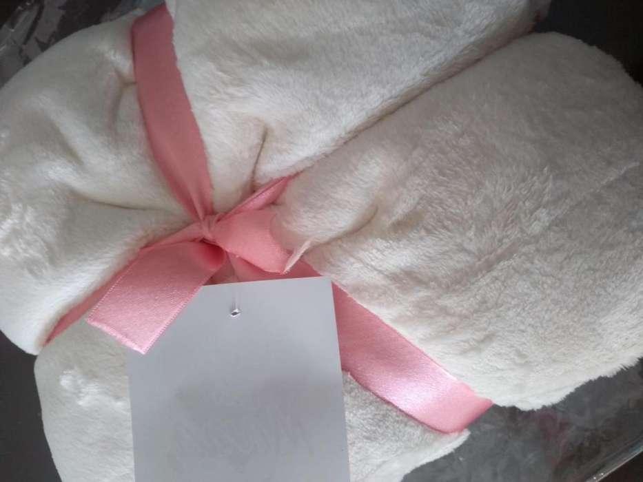 Manta o cobija para la cama, suave y delicada