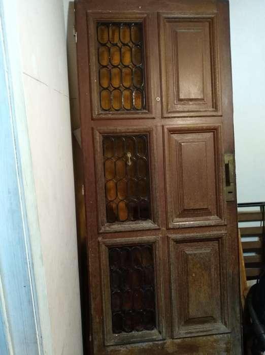Puerta de Madera con Vidrio