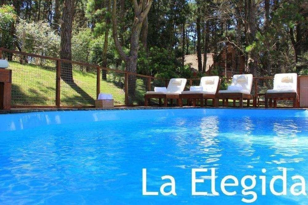 fg32 - Cabaña para 2 a 4 personas con pileta y cochera en Mar Azul