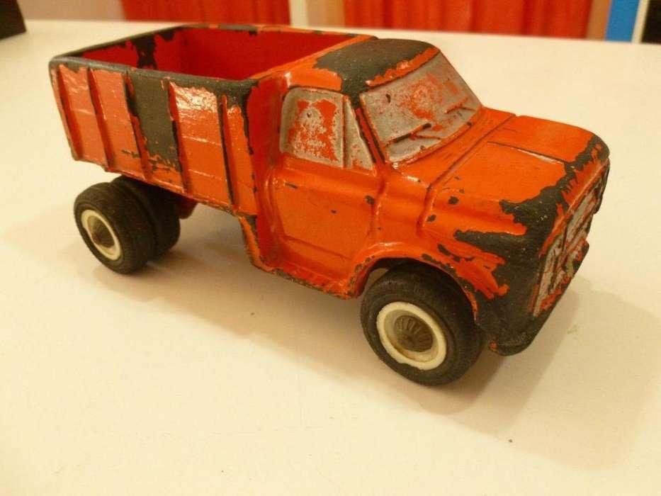 Camion Chevrolet Duravit,caja de carga,ruedas de goma 18 cm de largo
