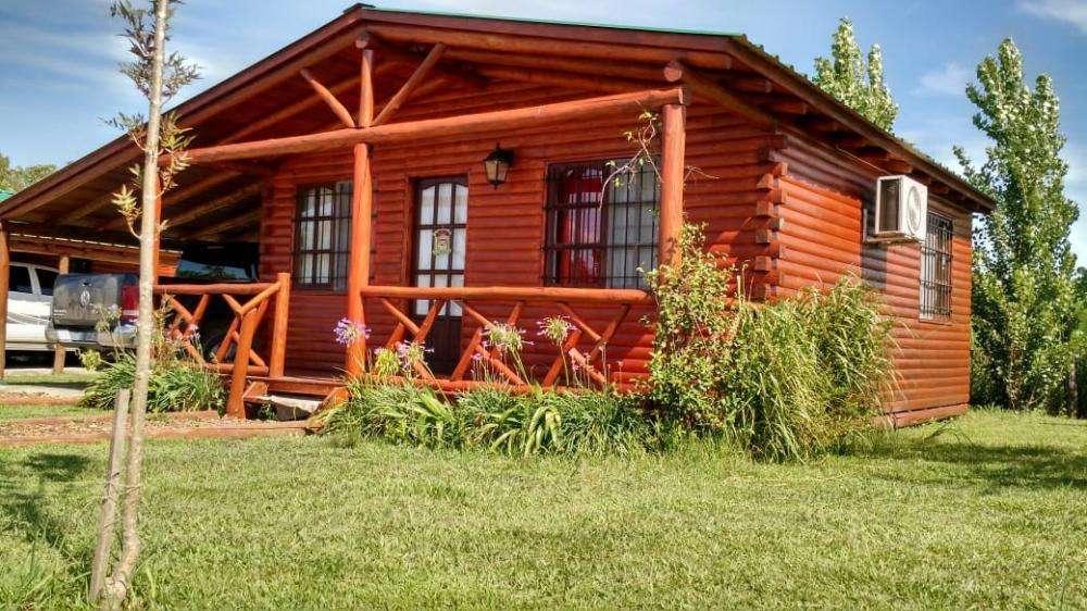 al16 - Cabaña para 2 a 4 personas con pileta y cochera en Colón