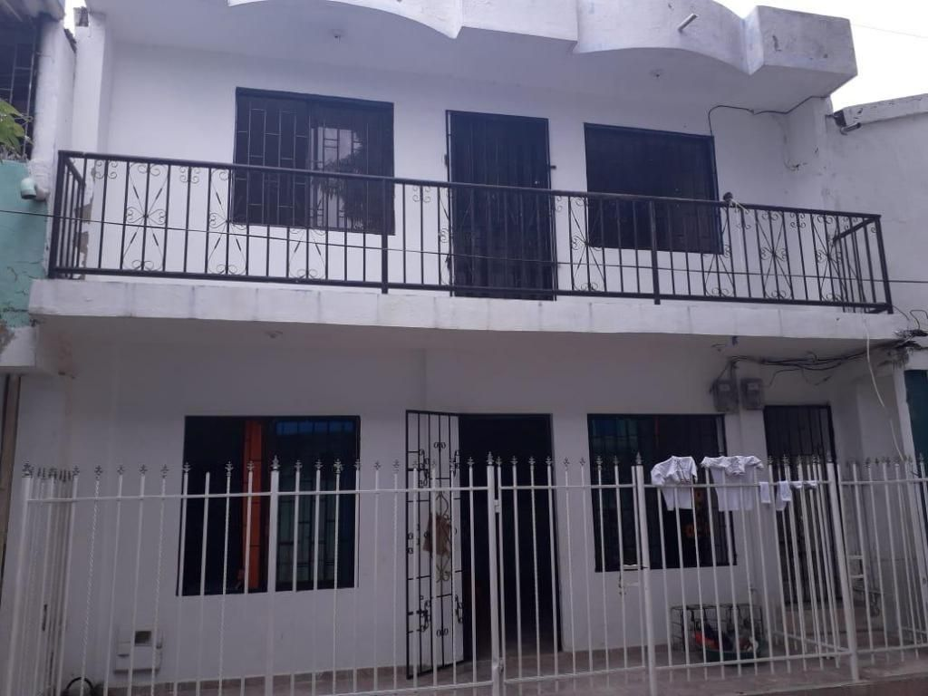 Casa de dos pisos en buen estado en un bun punto de la ciudad