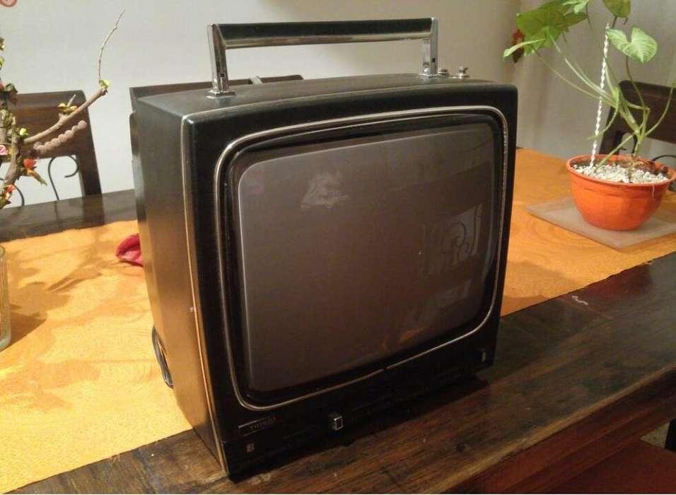 TV Antigua blanco y negro