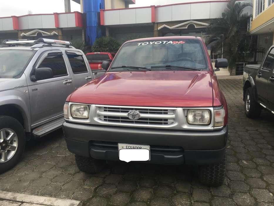 Toyota Hilux 2002 - 200000 km