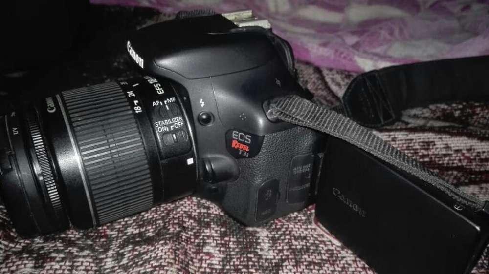 Cámara Profesional Canon Eos Rebel T3i