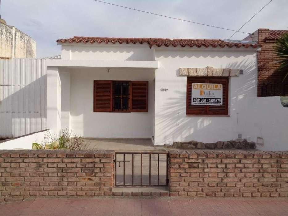 B Villa Cabrera - Casa de 2 Dormitorios Amplia y Luminosa con Patio y Jardín