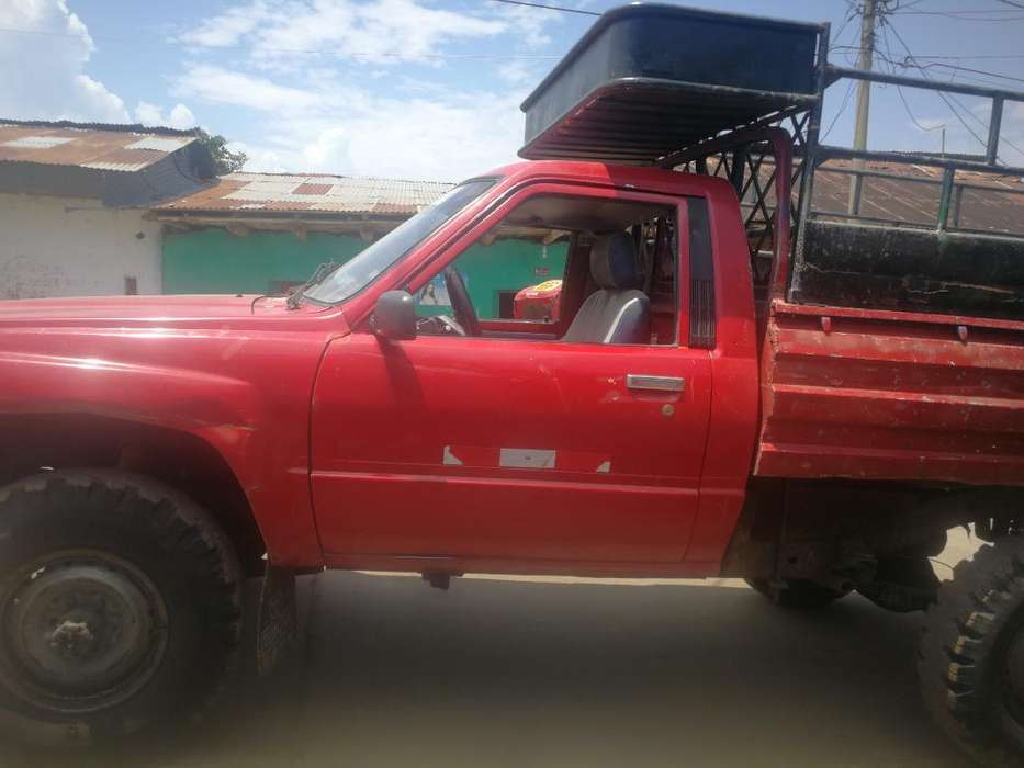 Toyota Hilux 1984 - 1 km