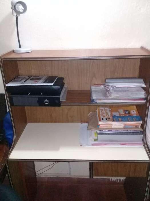 Vendo <strong>escritorio</strong>, Medidas 135 X 93 Cm.