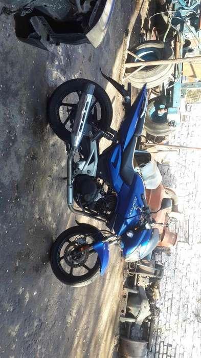 Moto Bajaj Rouser 200 2010