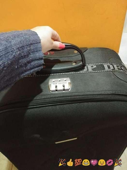 valija grandisima usada 700 le falta una rueda whatssap 1124518238 LANUS ESTETICAMENTE EXCELENTE