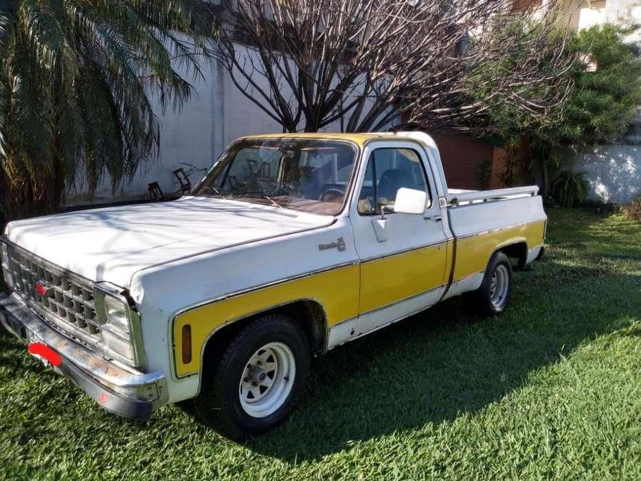 Chevrolet Silverado Deluxe