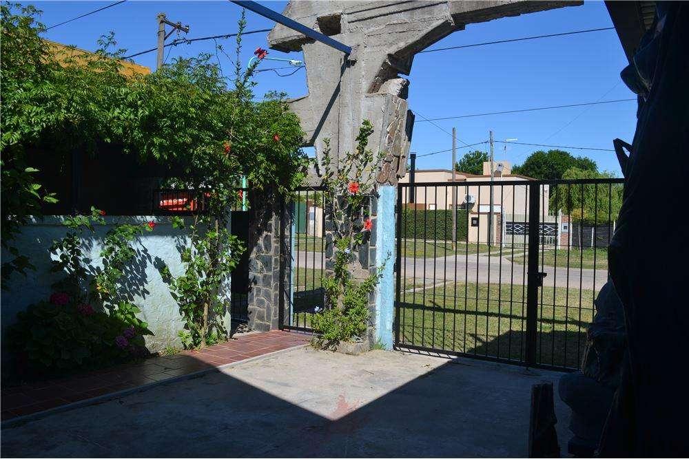 Casa 2 Dormitorios con patio, Punta Lara