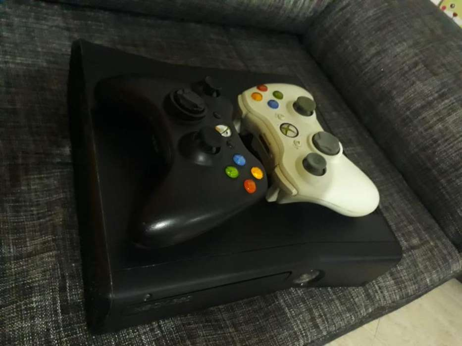 Xbox 360 3.0 Dos Controles 4gb