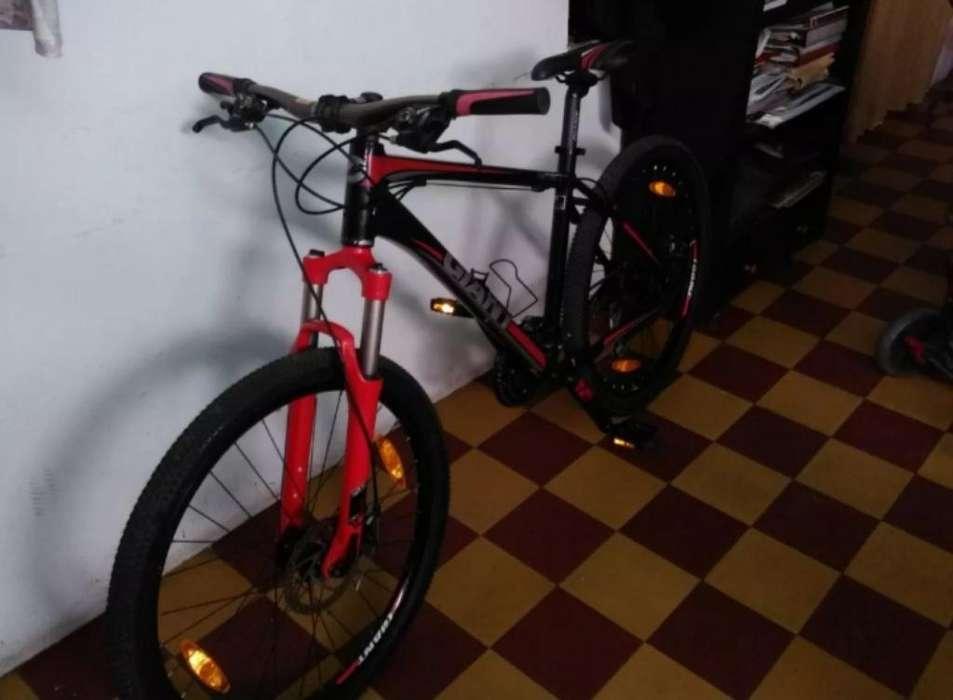 Bicicleta Giant Revel 1 Rin 26