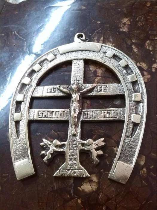 Cristo Antiguo Tallado En Bronce Con Herradura De Pared