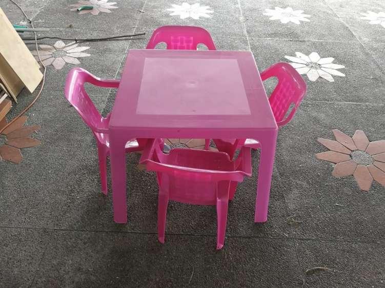 Juego de <strong>sillas</strong> infantiles en excelente estado