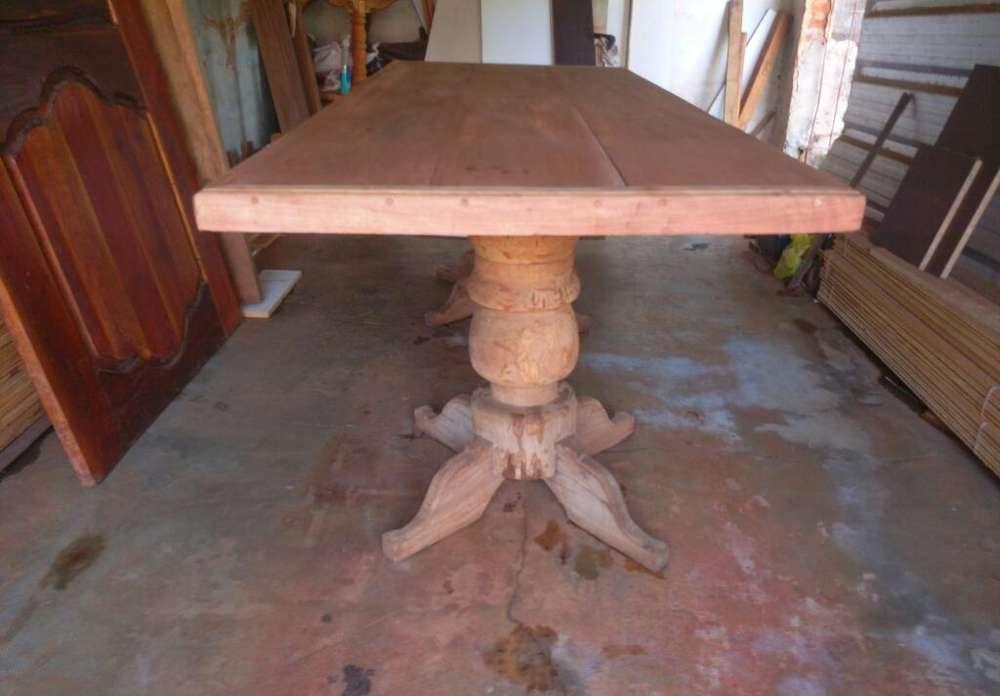 Mesa de Cedro con Patas D Guayubira