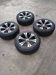 Vendo Aros 15 de Nissan con Llantas