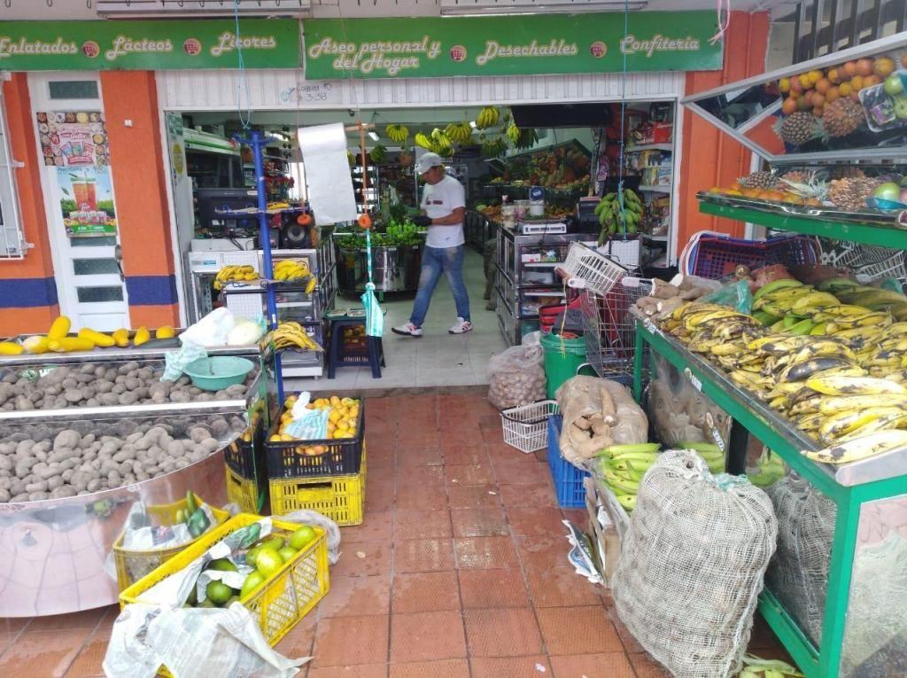 FRUVER con supermercado amplio elegante en vía principal de Zipaquirá