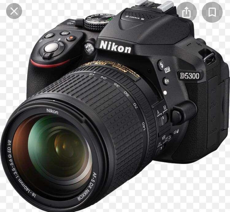 Cámara Nikon D5300 con lente 18-55mm