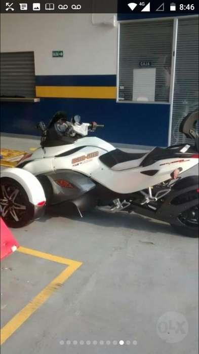 Moto Can Am Spyder