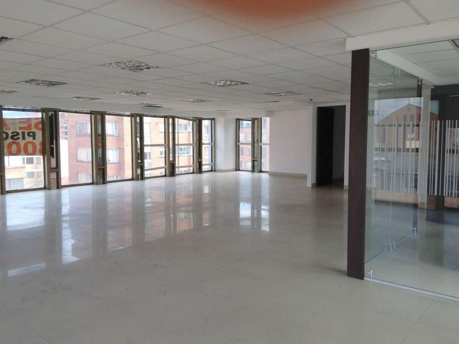 Excelente <strong>oficina</strong> ubicada en uno de los mejore sectores comerciales como lo es Chapinero. Sitio de u 58357