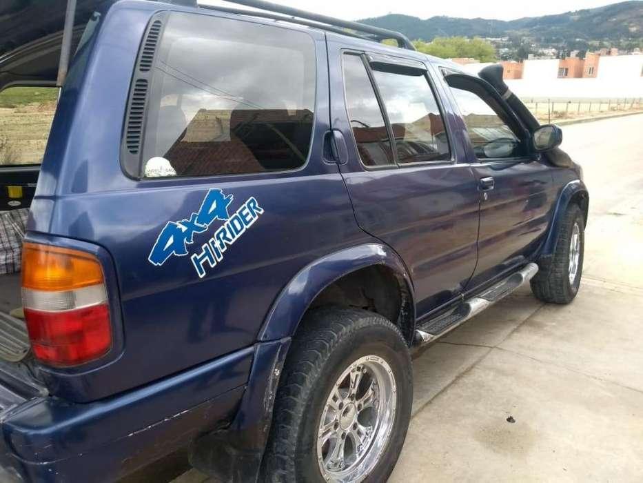 Nissan Pathfinder 1997 - 200000 km