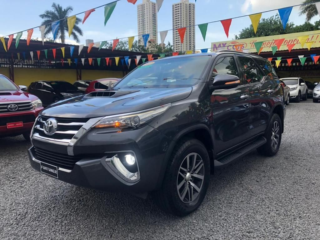 TOYOTA FORTUNER, 2017 TURBO DIESEL IMPECABLE