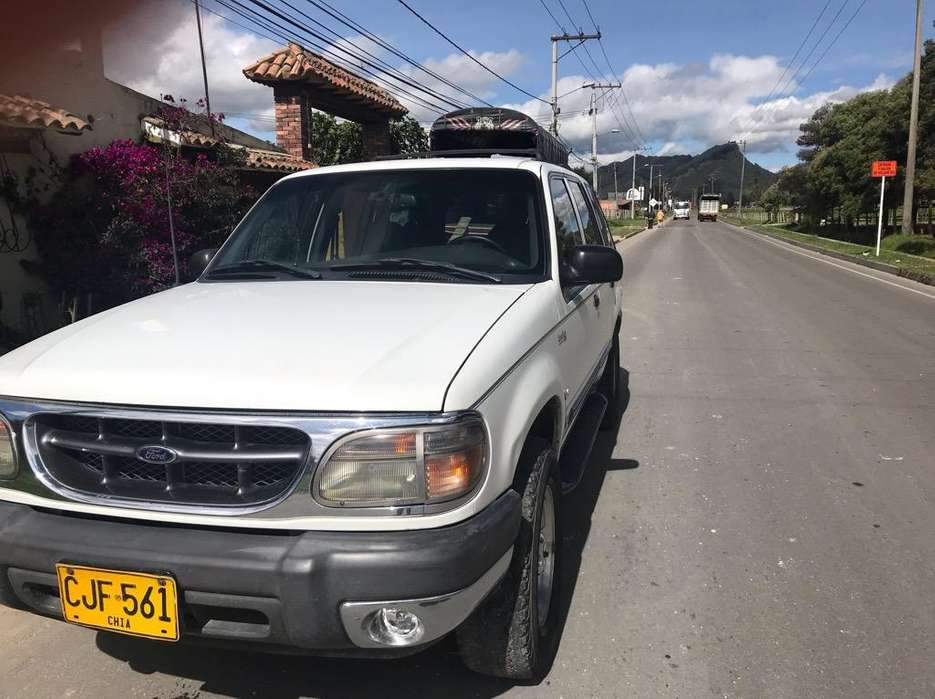 <strong>ford</strong> Explorer 2000 - 243000 km