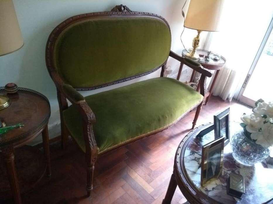 Muebles antiguos en Excelente Estado y objetos de decoración.