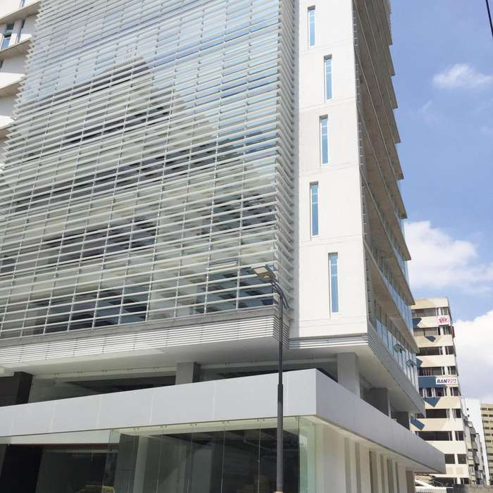 Titanium Plaza, Edificio Corporativo, rento Oficina 866 m2, 17 parqueaderos