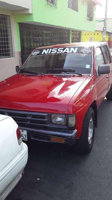 Vendo Linda Camioneta Nissan 0989897230