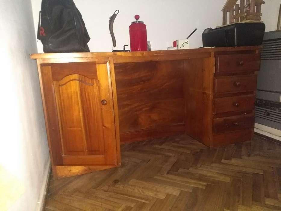 Mueble <strong>escritorio</strong> con Cojones