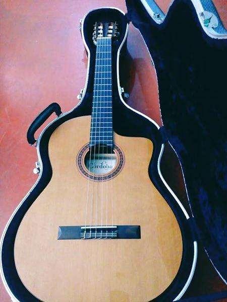 - Guitarra Electroacustica Cordoba C5