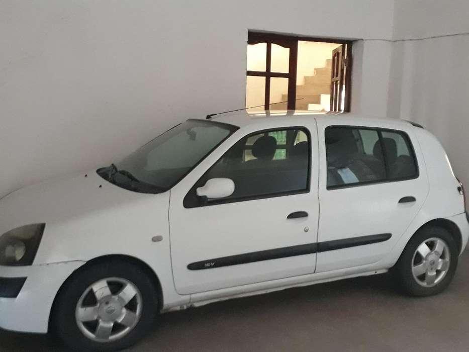 Renault Clio  2003 - 111111 km