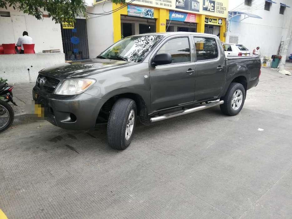 Toyota Hilux 2006 - 182000 km