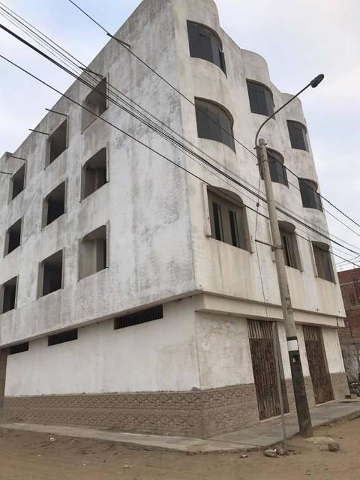 Se remata Edificio 4 pisos en Av, Lambayeque, 140m2, Esquina, local comercial, costado real plaza