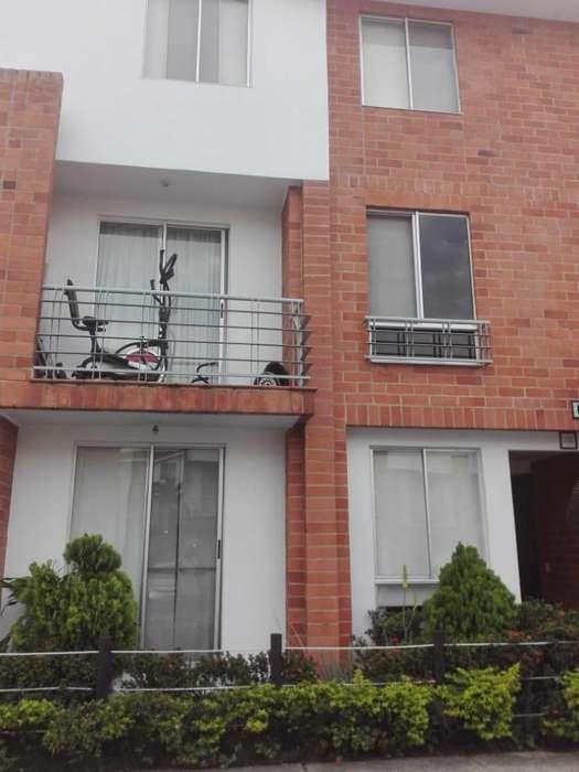 Casa en condominio en la Hacienda (J.C COD 1313108)