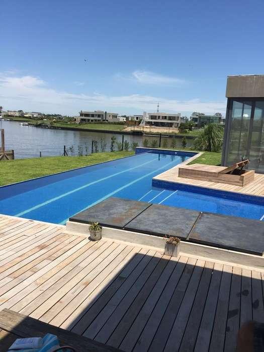 Casa 3 Dormitorios con Amarra al Río Albanueva Apto Crédito!
